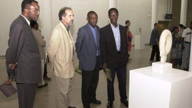 Escultor angolano inaugura exposição